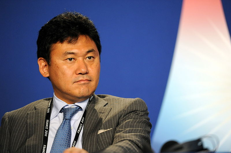 800px-Hiroshi_Mikitani_at_the_37th_G8_Summit_in_Deauville_040
